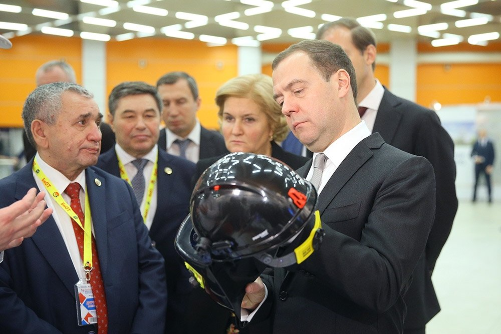 Медведев предложил ввести маркировку СИЗ