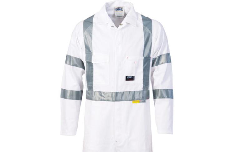 В Австралии дорожных рабочих одевают в белое