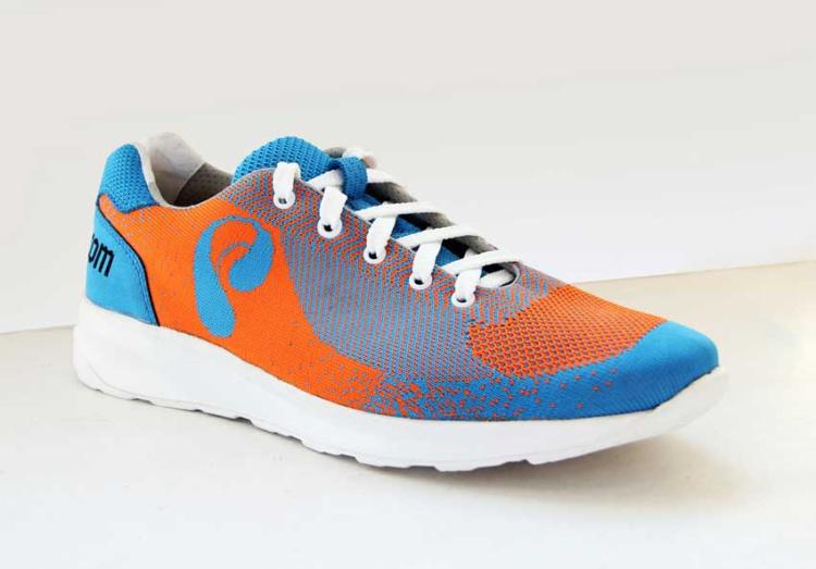 Модерам обувь с применением технологии 3D-вязки верха