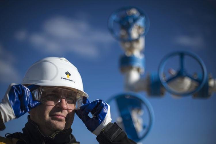 «Роснефть» проведет закупку спецодежды на 2,3 млрд руб.