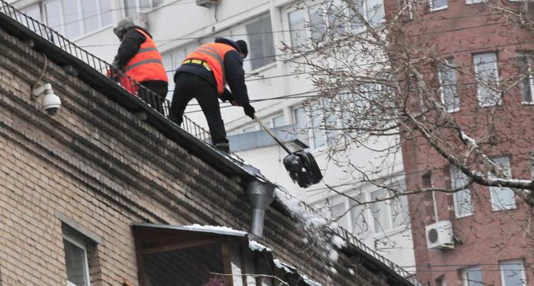 011 уборка снега на крышах