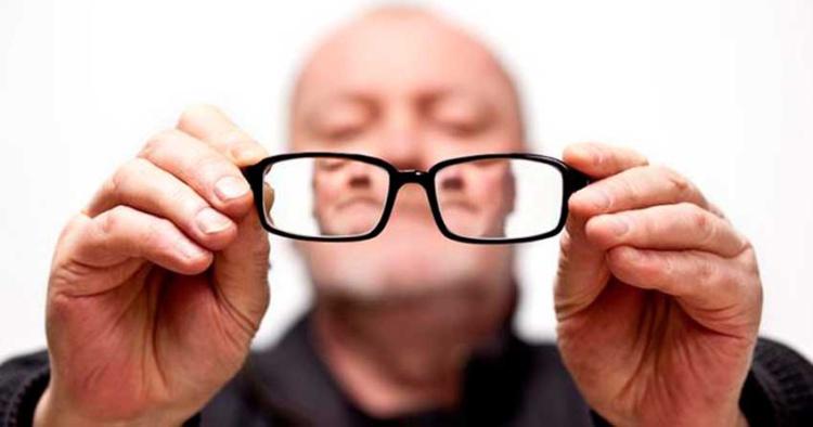 работодатель не обязан менять неудобные очки