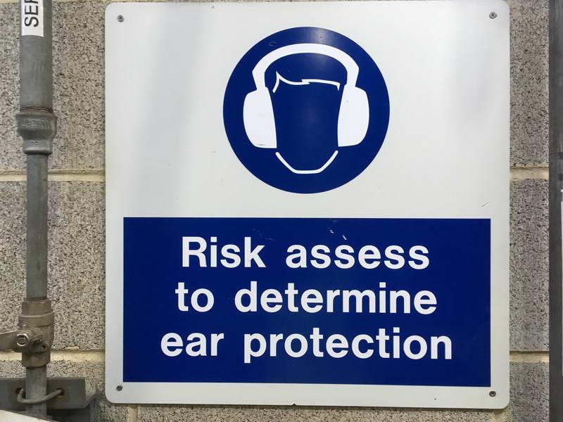 безопасность труда по-английски