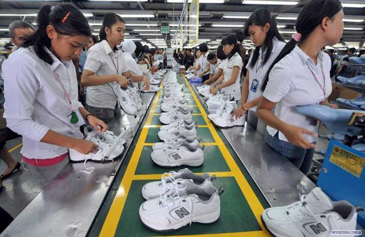 Китайских обувщиков научат маркировать обувь